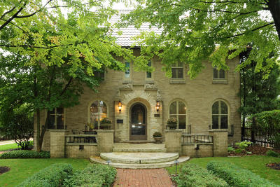Milwaukee County Single Family Home Active Contingent With Offer: 3615 N Hackett Ave