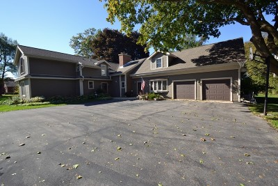 Brookfield Single Family Home For Sale: 2445 Maple Hill Ln