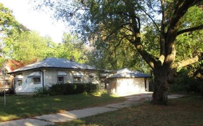 Milwaukee Single Family Home For Sale: 3920 W Vera Ave