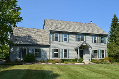 Mequon Single Family Home For Sale: 4310 W Carriage Ct