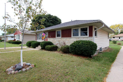West Allis Single Family Home For Sale: 2823 S 102nd St