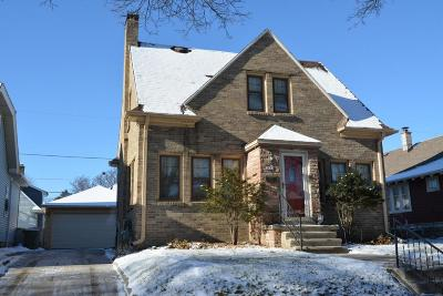 Milwaukee Single Family Home For Sale: 2833 N 56th St