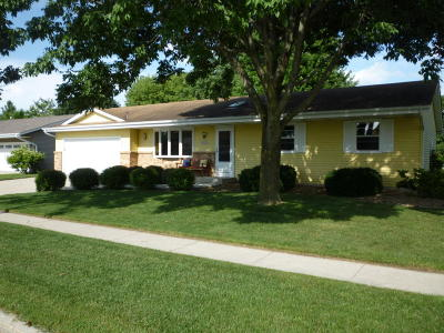 Jackson Single Family Home Active Contingent With Offer: W193n16063 Stonehedge Dr
