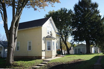 Ozaukee County Two Family Home Active Contingent With Offer: 123-125 E Cleveland St