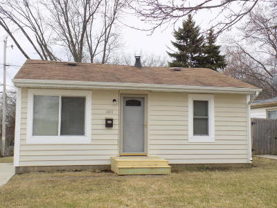 Racine Single Family Home Active Contingent With Offer: 4415 Byrd Ave