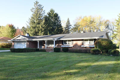 Menomonee Falls Single Family Home Active Contingent With Offer: W148n7477 Woodland Dr