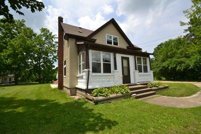 Mukwonago Single Family Home Active Contingent With Offer: 8604 Caldwell Rd