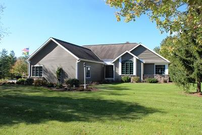 West Bend Single Family Home For Sale: 7851 Pathfinder Ln