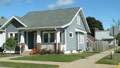 Racine Single Family Home For Sale: 1951 Kearney Ave