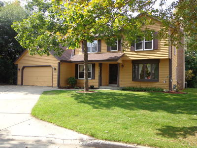 West Allis Single Family Home Active Contingent With Offer: 2075 S 103rd Ct
