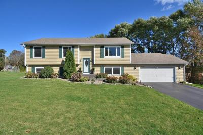 Sussex Single Family Home Active Contingent With Offer: W230n7162 Canyon Meadows Ct
