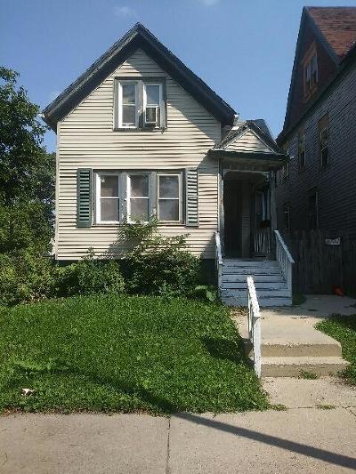 Milwaukee County Single Family Home For Sale: 2468 W Vine St