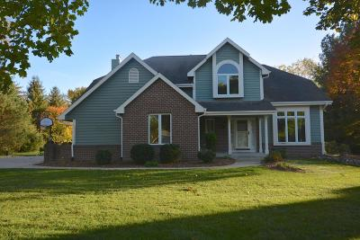 Nashotah Single Family Home Active Contingent With Offer: N57w33121 Cedar Bay Ct