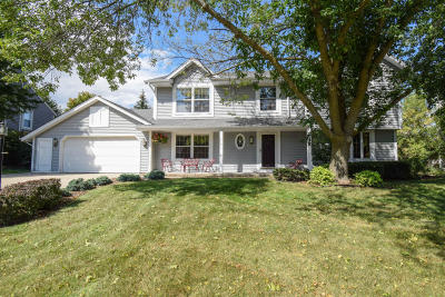 Menomonee Falls Single Family Home Active Contingent With Offer: N76w15916 Hunters Ridge Cir