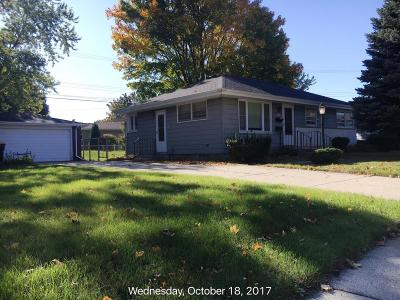 West Allis Single Family Home For Sale: 10505 W Manitoba St