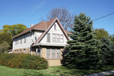 Ozaukee County Two Family Home Active Contingent With Offer: 502 W Oakland Ave
