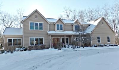 Ozaukee County Single Family Home For Sale: 11010 N Crown Ct