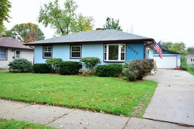 Kenosha Single Family Home For Sale: 8249 25th Ave