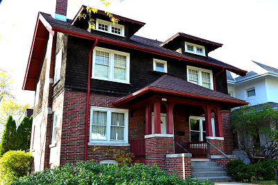 Milwaukee Single Family Home For Sale: 3003 N Farwell Ave