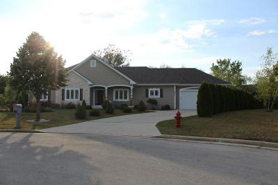 Milwaukee County Single Family Home Active Contingent With Offer: 8871 W Silverwood Ct