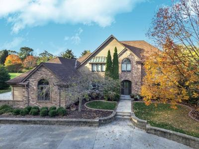 Single Family Home For Sale: N33w23150 Ridgecrest