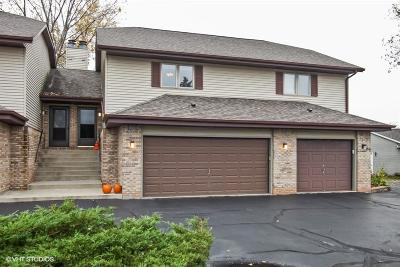 Slinger Condo/Townhouse Active Contingent With Offer: 331 Scenic Ct #B
