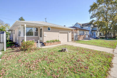 Racine Single Family Home For Sale: 1729 West Blvd