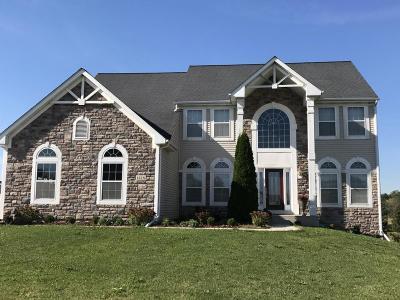 Mukwonago Single Family Home For Sale: 1418 Applewood Cir