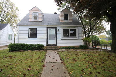Milwaukee Single Family Home For Sale: 5400 N 52nd St