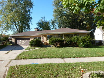 Milwaukee Single Family Home For Sale: 3835 N 85th St