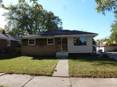 Milwaukee Single Family Home For Sale: 5957 N 72nd St