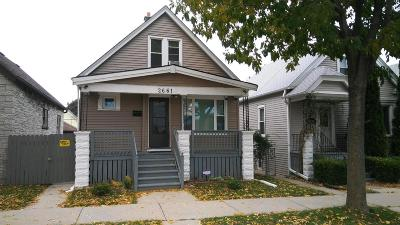 Milwaukee Single Family Home For Sale: 2661 S 11th St