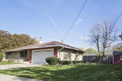 Fort Atkinson Single Family Home Active Contingent With Offer: 1103 Grove St