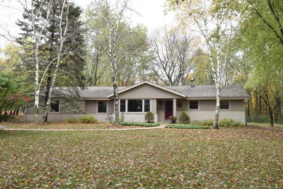 Ozaukee County Single Family Home Active Contingent With Offer: 10934 N Pebble Ln