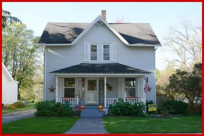 Lake Mills Single Family Home Active Contingent With Offer: 122 Fargo St