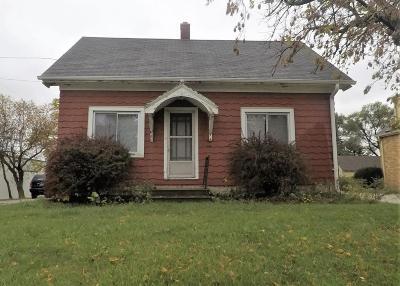 Oak Creek Single Family Home For Sale: 295 W Rawson Ave
