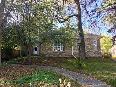 Milwaukee WI Single Family Home Active Contingent With Offer: $159,900