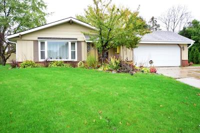 Muskego Single Family Home Active Contingent With Offer: W135s6852 Hale Park Cir