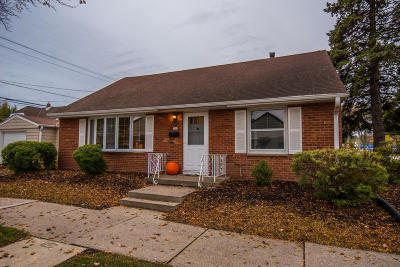 Whitefish Bay Single Family Home For Sale: 301 E Chateau Pl