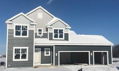 Menomonee Falls Single Family Home For Sale: N61w13722 Weyer Farm Dr