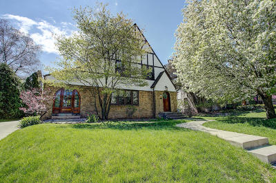 Milwaukee County Single Family Home Active Contingent With Offer: 6623 Revere Ave