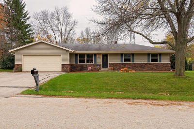 Muskego Single Family Home For Sale: S78w17707 Canfield Dr