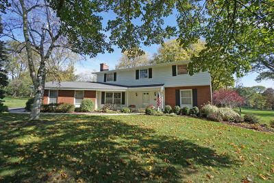 Brookfield Single Family Home Active Contingent With Offer: 1620 Hickory Hill Ln