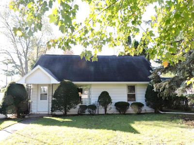 Walworth Single Family Home Active Contingent With Offer: 507 Kenosha St