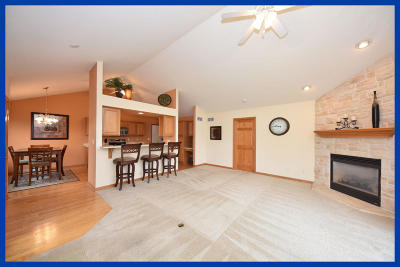 Washington County Condo/Townhouse Active Contingent With Offer: N161w18997 Oakland Dr