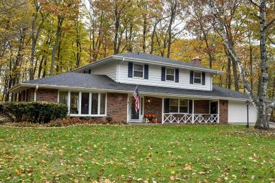Ozaukee County Single Family Home Active Contingent With Offer: 472 Beechwood Dr
