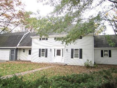 Ozaukee County Single Family Home Active Contingent With Offer: 709 Heather Ct