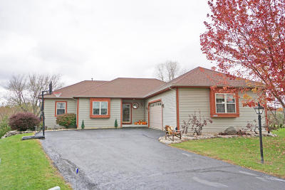 Jefferson County Single Family Home For Sale: W2073 Autumns Rest Ct