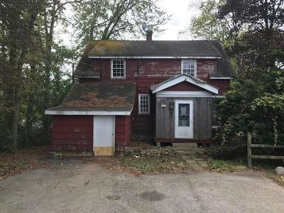 Mequon Single Family Home Active Contingent With Offer: 2411 W Highland Rd