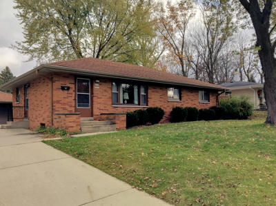 Menomonee Falls Single Family Home Active Contingent With Offer: W171n9312 Briarwood Ter